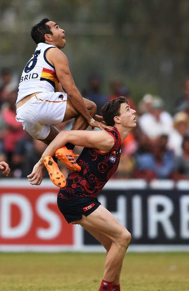 Eddie Betts uses former teammate Jake Lever as a step-ladder. Picture: AAP Image