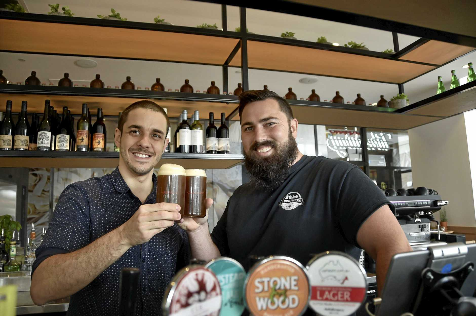 Vapiano Toowoomba manager Fabio Cantelli and 4 Brothers Brewing owner Adrian Cubit. Vapiano is the first Toowoomba restaurant to have 4 Brothers Brewing beer on tap. May 2018