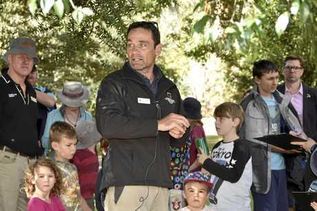 Paul Carmody from Amaroo Environmental Education Centre leads the educational walk.