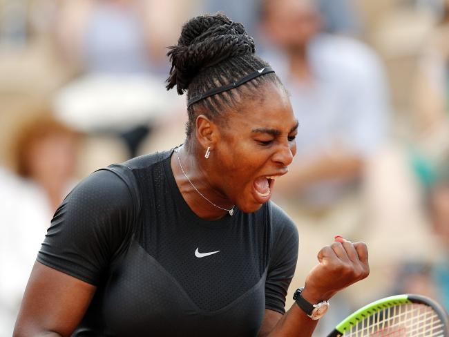 Serena Williams has stormed into the third round of the French Open.