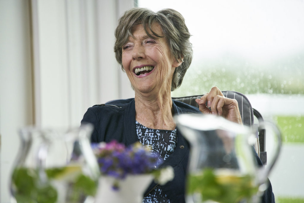 Eileen Atkins in a scene from the movie Tea With The Dames.