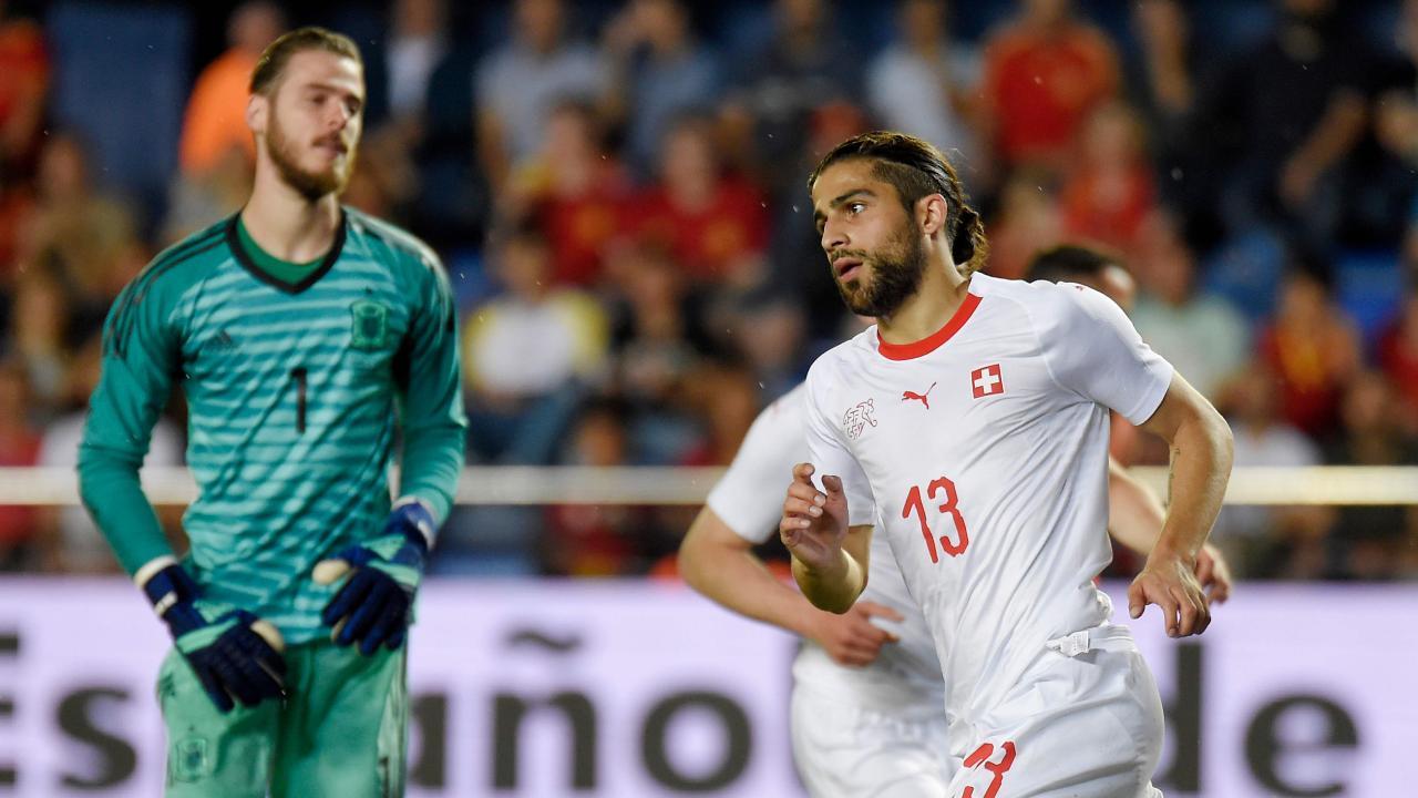 Switzerland's defender Ricardo Rodriguez (R) celebrates a goal beside Spain's goalkeeper David de Gea
