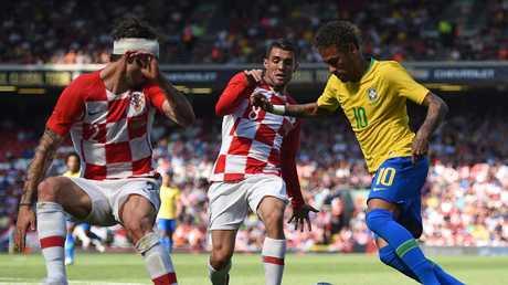 Brazil's striker Neymar (R) vies with Croatia's defender Sime Vrsaljko (L) and Croatia's midfielder Mateo Kovacic (C) in the build up to scoring the opening goal