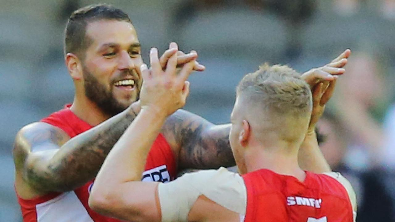 Lance Franklin and Dan Hannebery. (Photo by Michael Dodge/Getty Images)