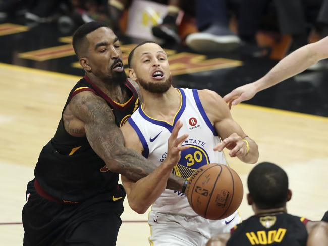 Steph Curry (C) had a tough shooting night, but came up big when it mattered. Pic: AP