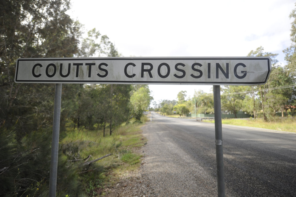 The sign at the southern entrance to Coutts Crossing on the Armidale Road.