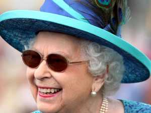 Queen keeps up appearances after surgery