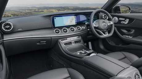 Twin colour screens: Cabrio has panoramic views, inside and out