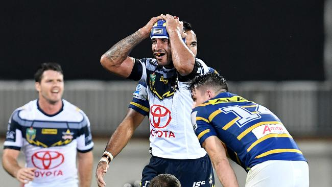 Johnathan Thurston reacts in the loss to Parramatta. (AAP Image/Dan Peled)