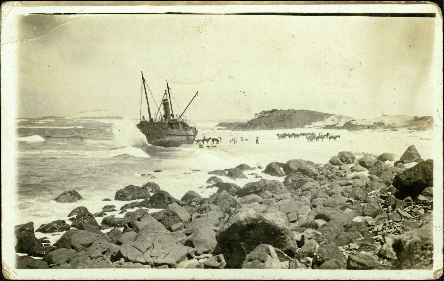 People and horses on the beach assisting with the salvaging of the Duranbah, November 1919.