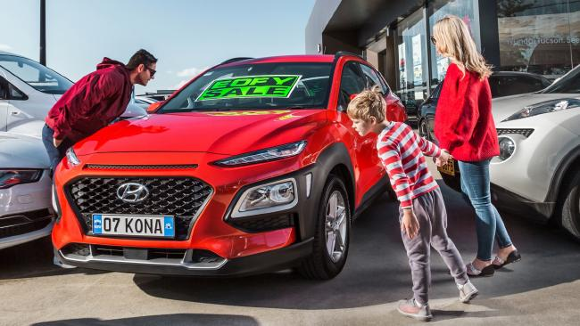 Hyundai Kona: $1000 bonus brings Active version down to $25,990. Hyundai Kona 2017: Video Review
