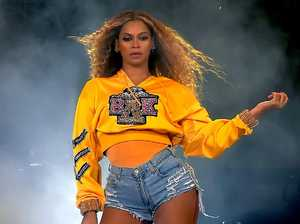 Beyonce stranded on stage after malfunction