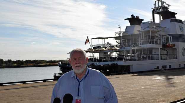 Bundaberg deputy mayor Bill Trevor welcoming welcoming the Silver Discoverer to the Port of Bundaberg.