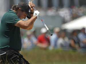 Mickelson loses plot with one wave of his putter