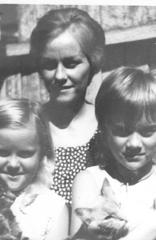 Barbara McCulkin with daughters Barbara and Vicki.