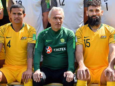 Cahill, coach Bert van Marwijk and midfielder Mile Jedinak pose for a team photo.  Picture: Saeed Khan