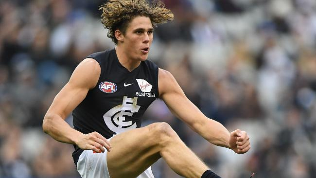 Charlie Curnow in action for Carlton against Collingwood.