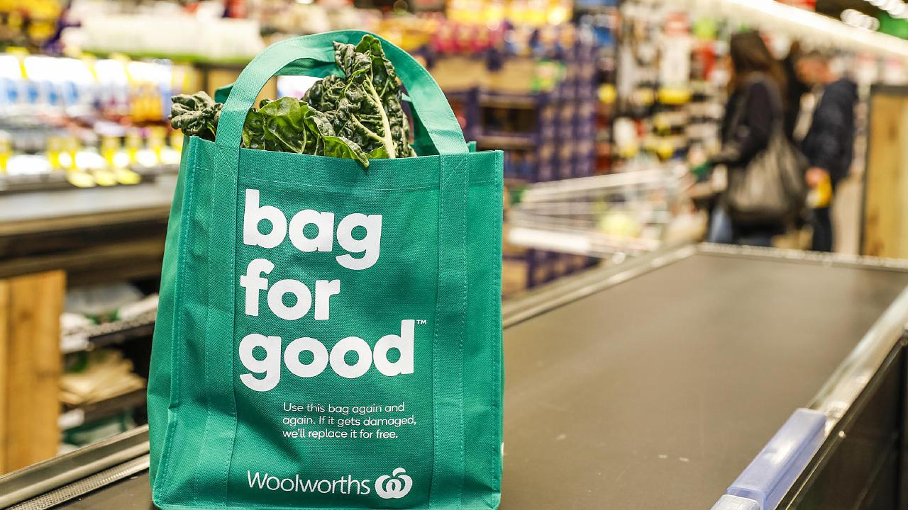 A reusable bag at a Woolworths store. Picture: AAP/Woolworths Group
