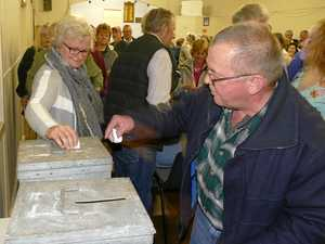 Coutts residents make their views known in big turnout