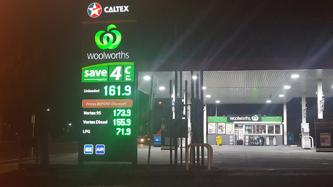 A new petrol deal has been struck between Woolworths and Caltex. Picture: News Corp