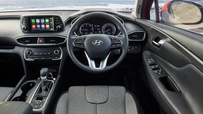 Santa Fe cockpit: No shortage of driver assistance, plus ample space in rear rows