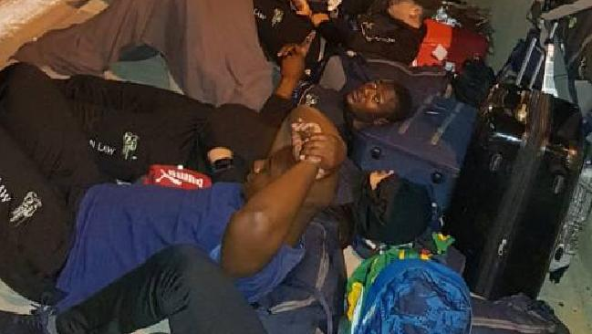 The Zimbabwe rugby team has been criticised for rejecting their hotel and sleeping on a Tunisian street.