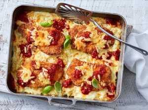 Mac 'n' cheese parmesan tray bake