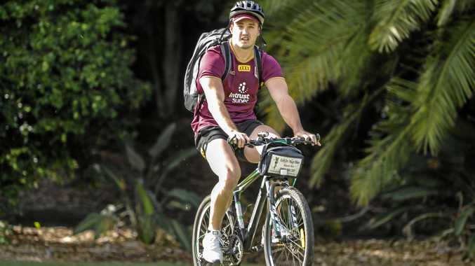 Corey Oates heads to a Queensland training session during the week. Picture: Glenn Hunt/AAP