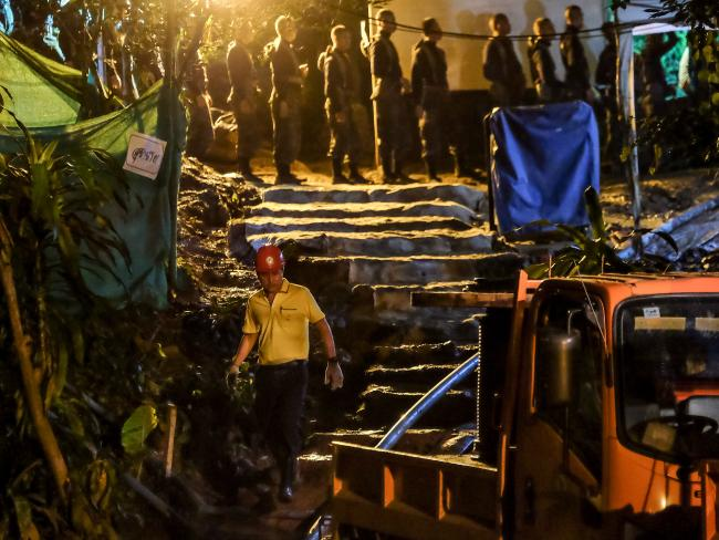 A group of rescuers lines up to enter Tham Luang Nang Non cave to continue the rescue operation. Picture: Linh Pham/Getty Images