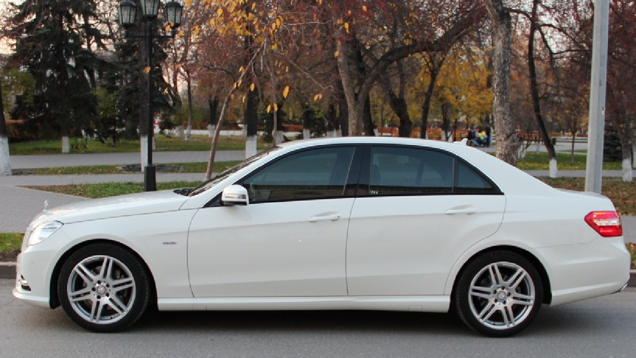An image of a white Mercedes, similar to the one that Joseph traveled to Auburn in on the night of his disappearance. It was a 2009 E350 Mercedes with Tasmanian registration plates.