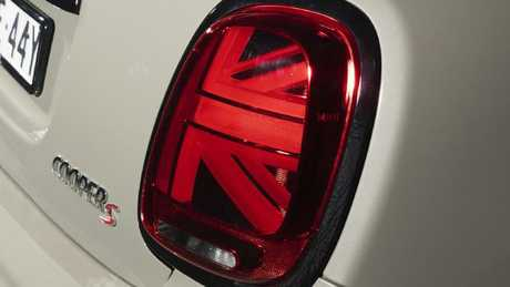 Swingin' blinkers: Cooper S and JCW get Union Jack-design tail-lights