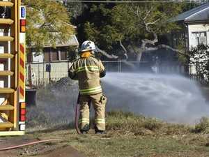 Crews extinguish grass fire near homes in Toowoomba