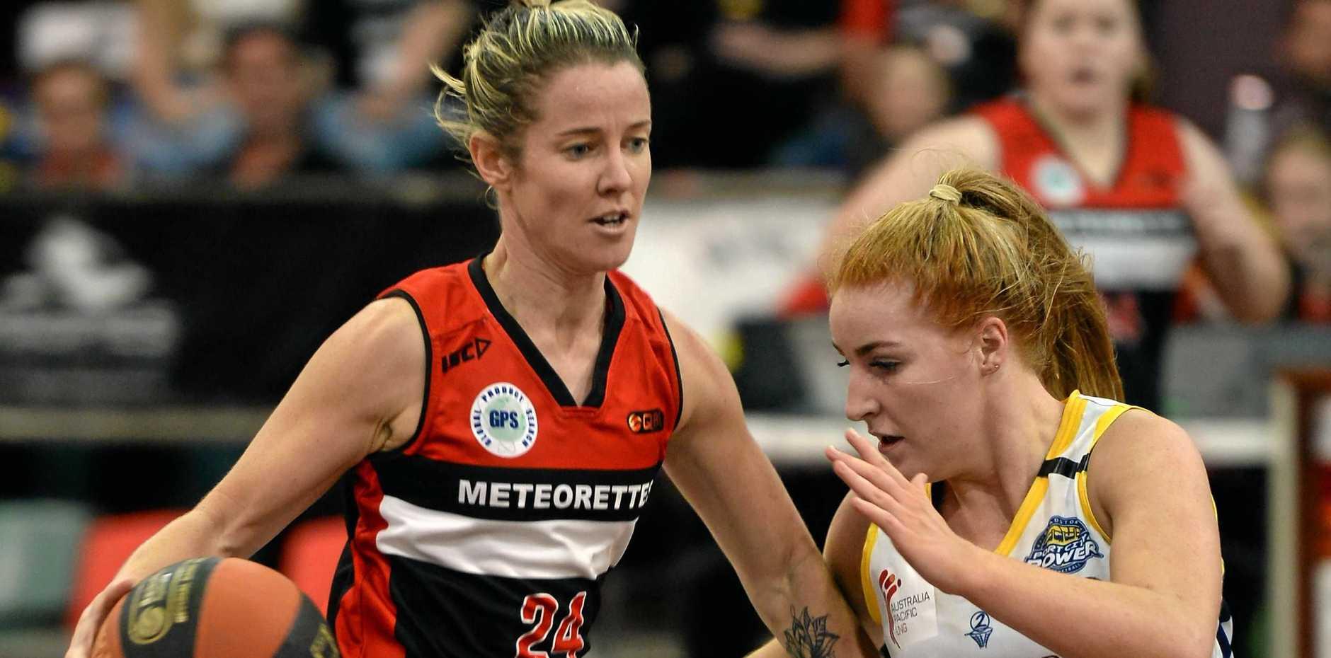 ONE-ON-ONE: Gladstone's Briana Bailey defends Mackay Meteorettes' gun Heidi Freeburn.