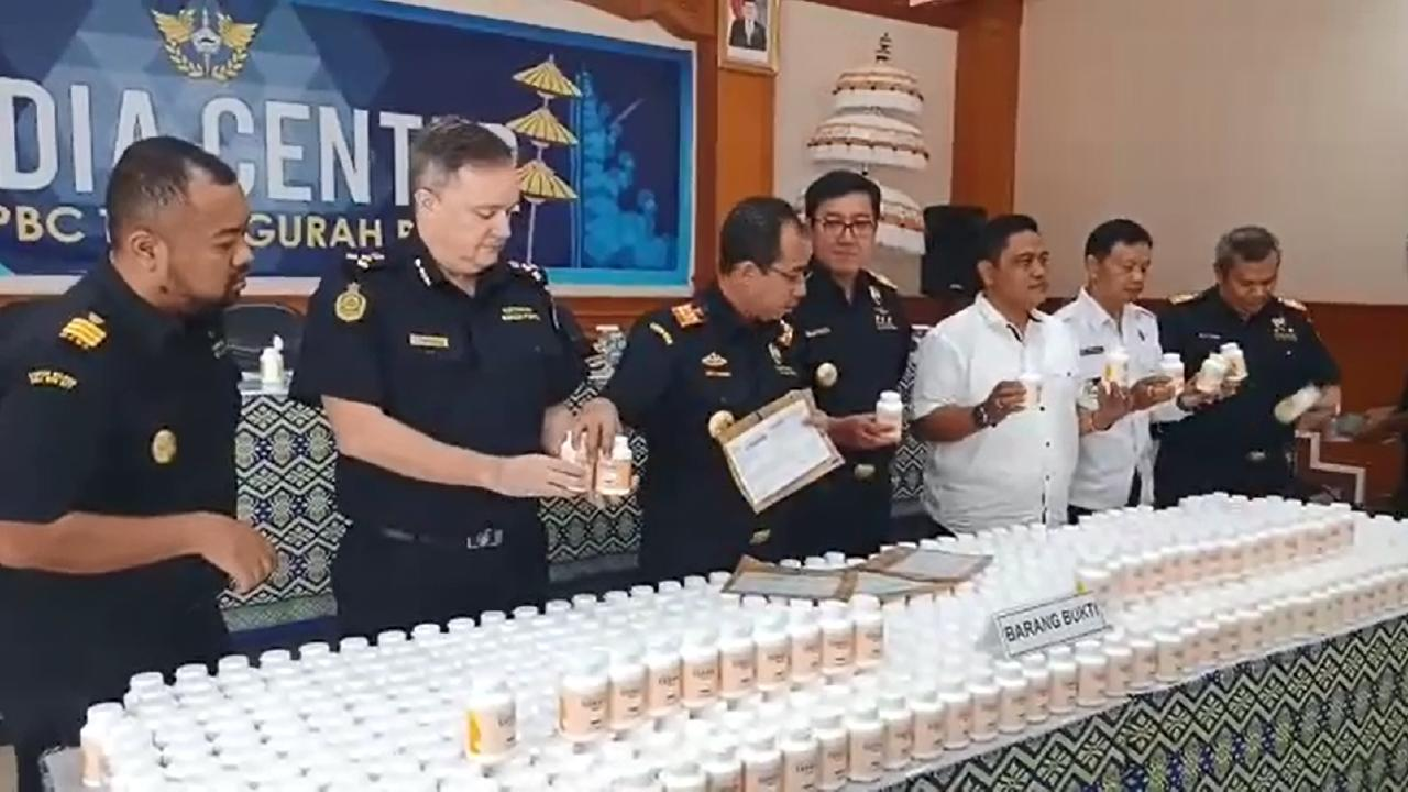 600,000 tablets of cold and flu medication, contained in 100 bottles, which were stopped in Bali. Picture: Supplied