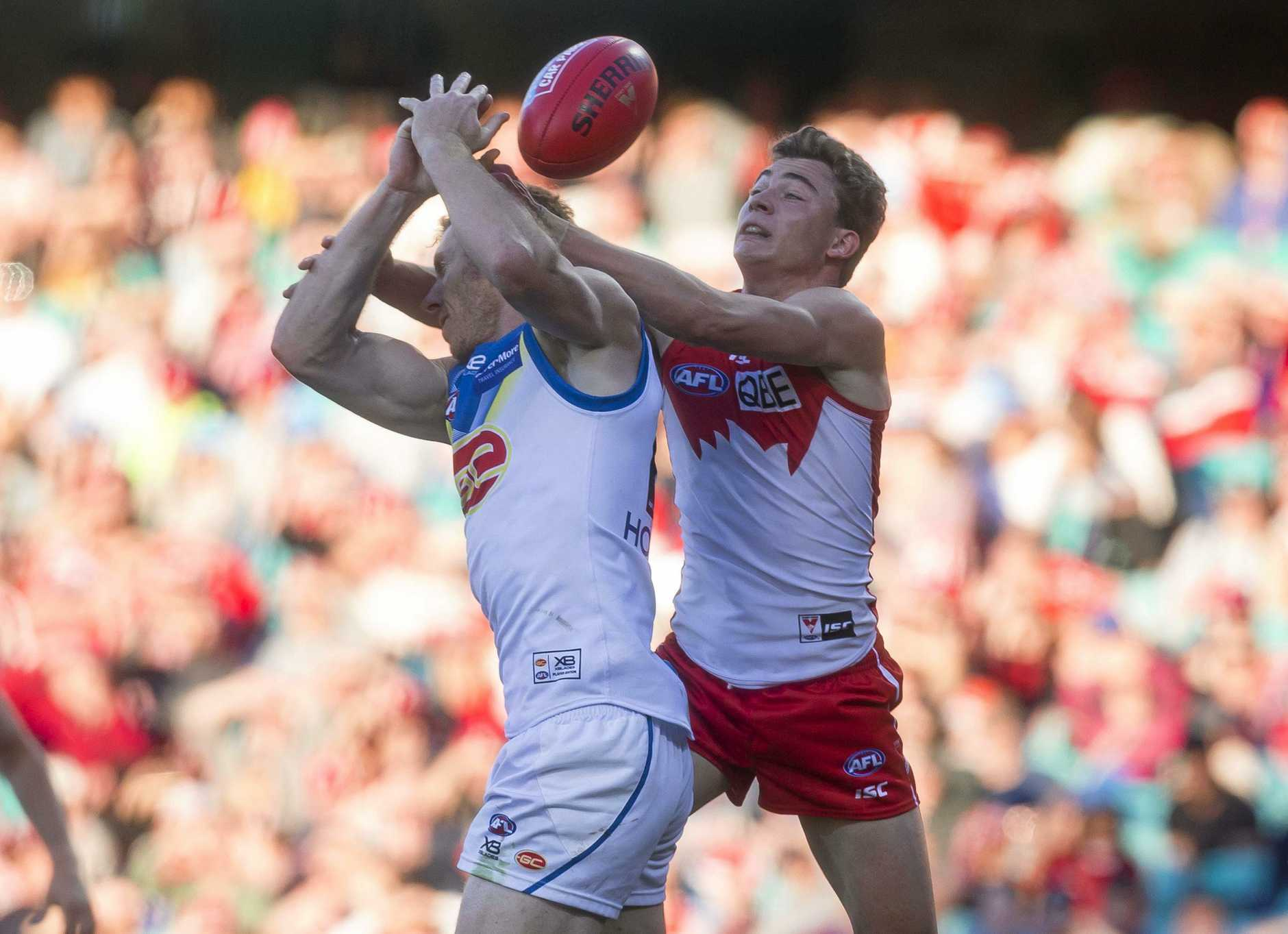 Rory Thompson of the Suns and Will Hayward of the Swans contest the mark during the Round 18 AFL match between the Sydney Swans and the Gold Coast Suns at the SCG in Sydney, Saturday, July 21, 2018. (AAP Image/Craig Golding) NO ARCHIVING, EDITORIAL USE ONLY