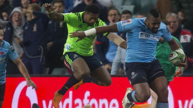 Taqele Naiyaravoro of the Waratahs makes a break at Allianz Stadium in Sydney.