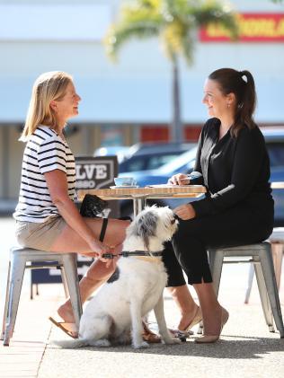 Vivian Salisbury talks with journalist Vanessa Marsh. Picture: Peter Wallis