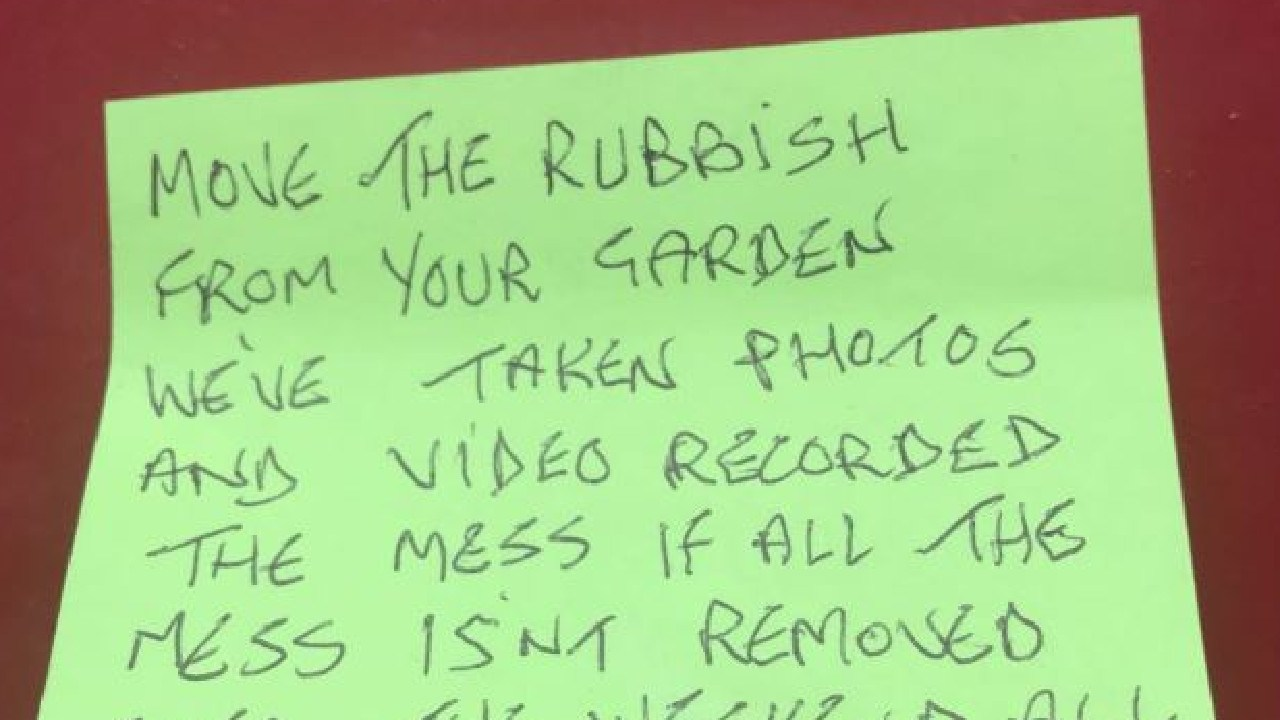 Angry note left by neighbour. Picture: Keli Tomson/Twitter