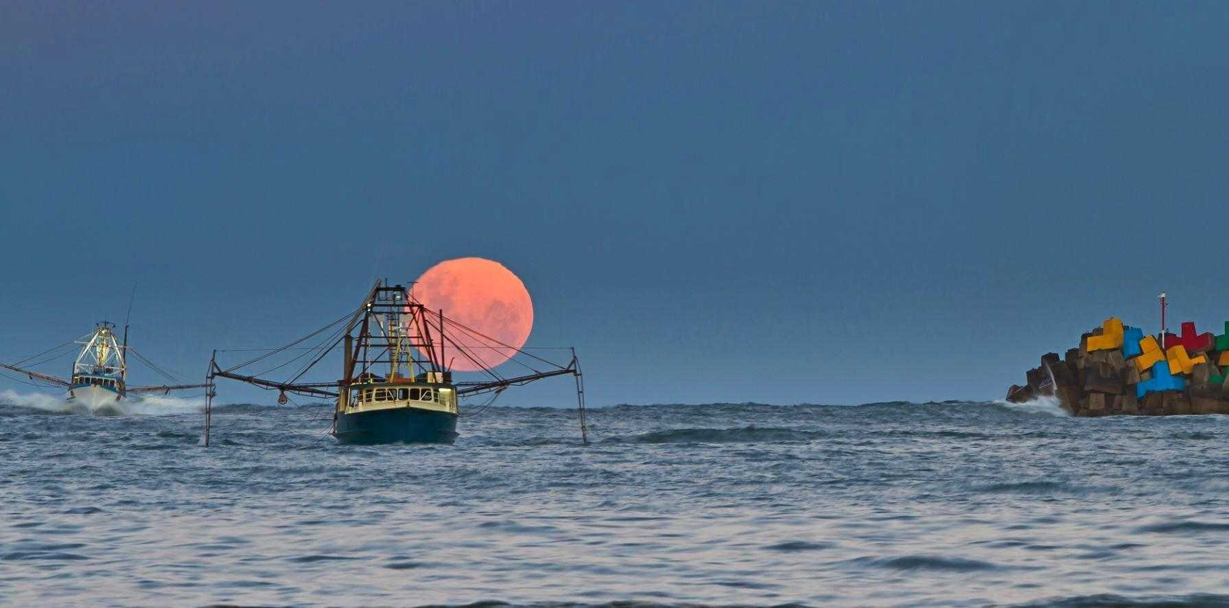 Advocate reader Ian Spagnolo captured this image of a supermoon rising over the Coffs Coast in December 2016.
