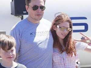 Photo of Musk and girlfriend sets internet alight