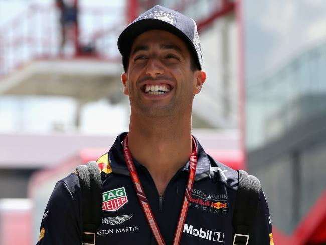 Daniel Ricciardo's next move will dictate what Sainz does.