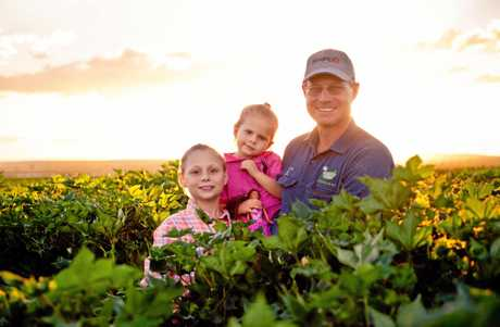 Greg Hutchinson with his daughters Emily and Heidi in the cotton fields of Macander, Moura.