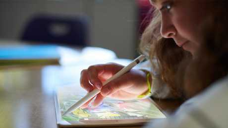 Apple's new 9.7-inch iPad support pen input for the first time and comes with a faster chip. The tablet is selling well, according to figures from IDC.