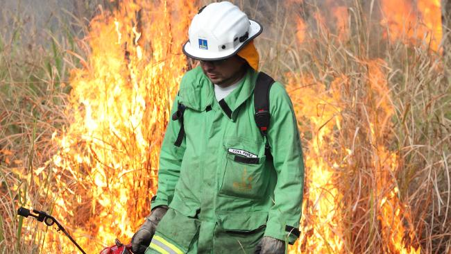 Crews working to contain fire near Stanthorpe