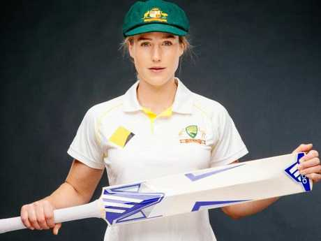 Ellyse Perry is a talented athlete. Picture: Jonathan Ng