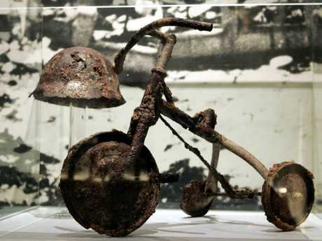 Shinichi Tetsutani (then 3 years and 11 months old) was riding his tricycle in front of his house when he was badly burned. He died later that night. The child's father donated the tricycle to the Hisroshima Peace Museum.