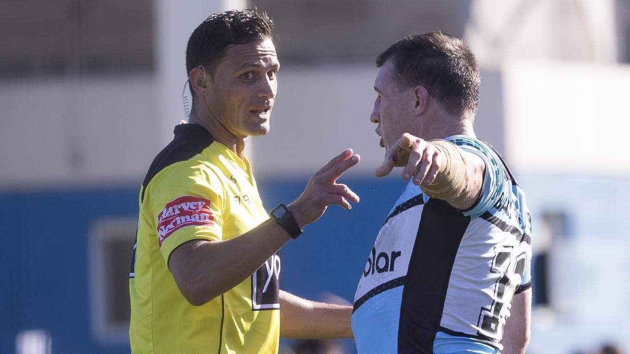 Paul Gallen questions referee Henry Perenara.