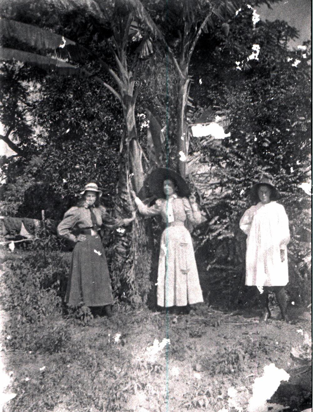 TH130-01 Three Bray family members in the garden at Kynnumboon, C.1900