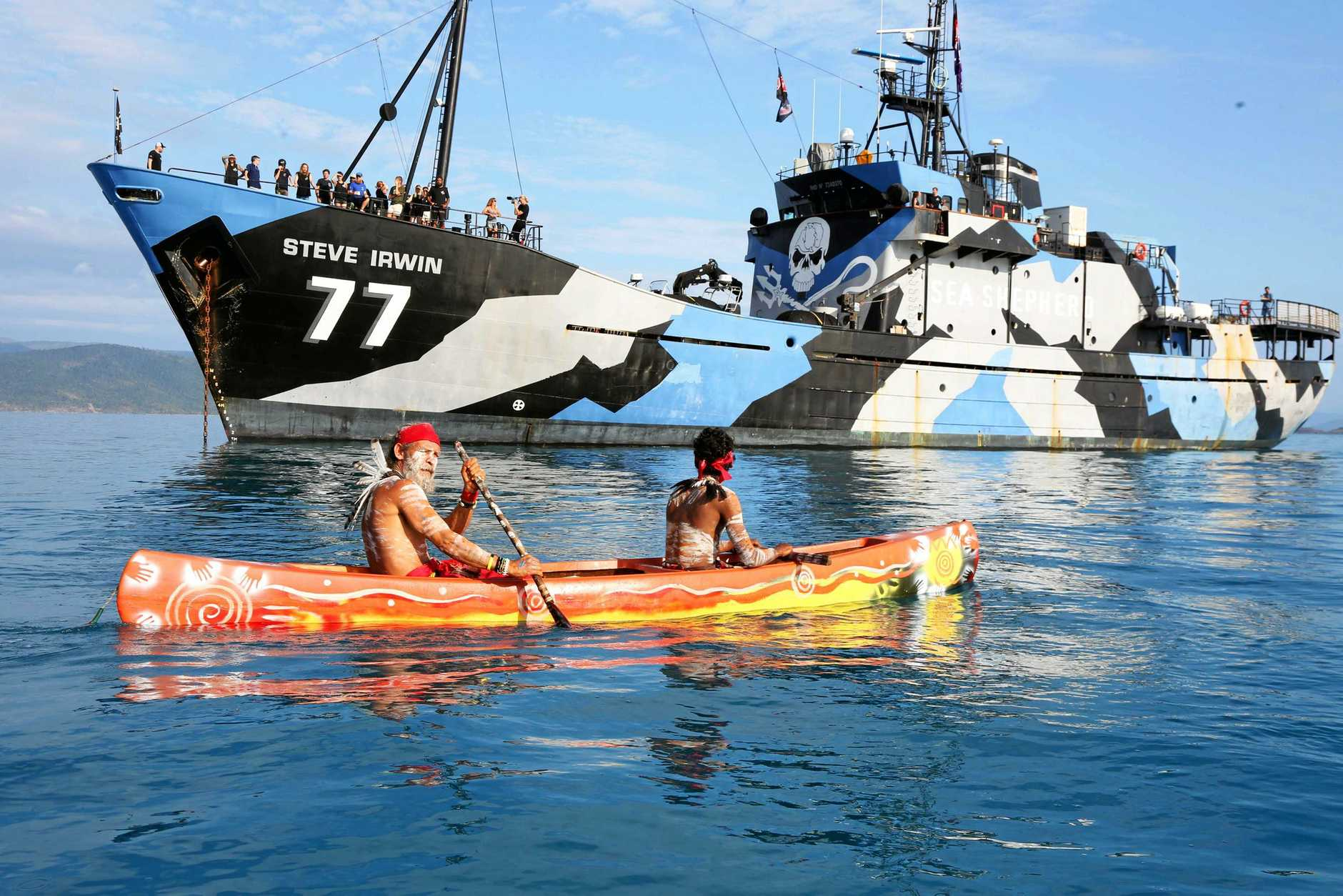 Ken Peters-Dodd of the Widi people officially welcome the crew of the Steve Irwin to the Whitsundays.
