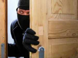 Burglar kicks down Sarina residence door